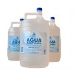 Acqua distillata molto puro